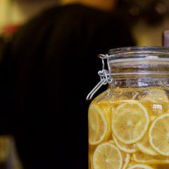 シェフの背中と、自家製レモネードのもと★レモンが違うと、味が全然違います。